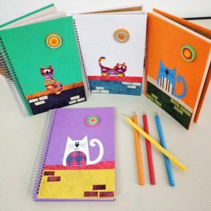 Anotação G gato é para quem deseja um caderno exclusivo. Para quem ama gatos, ou até mesmo para os que adoram papelaria artesanal.