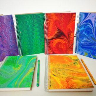 Anotação G Marmorizado, um caderno mais que diferente, bonito e criativo. Certamente exclusivo, já que não existirá outro igual.