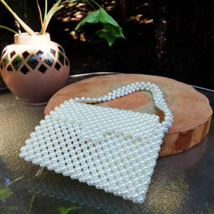 Uma bolsa não só elegante como também útil para qualquer evento. Caso tenha um jantar de negócios, ou mesmo um casamento.