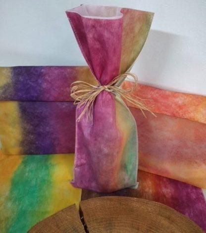 Embalagem entretela pintada e com papel de seda costurado na parte interna é uma exclusividade APOIE.